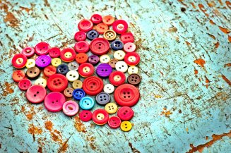104174__buttons-colorful-heart-table-old_p